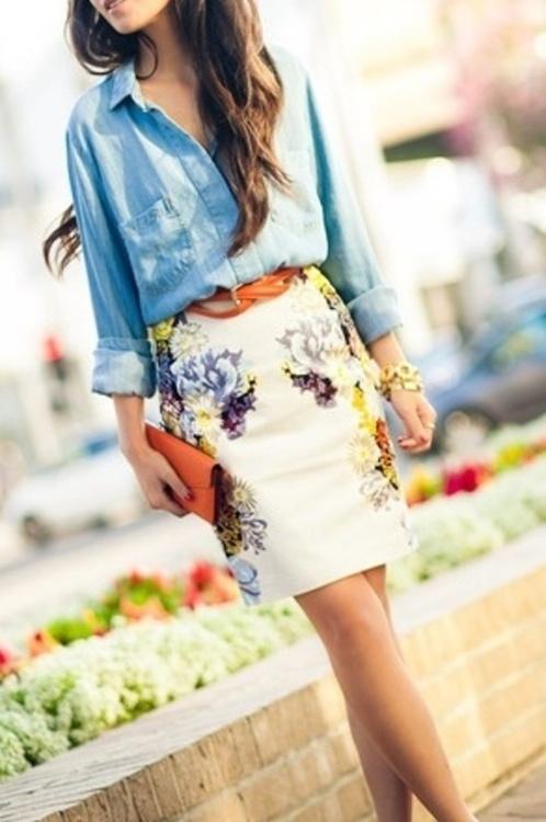 Camisa vaquera y falda flores