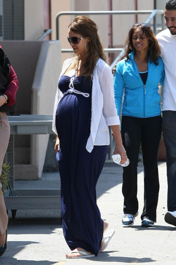 jessica-alba-pregnant-3[1]