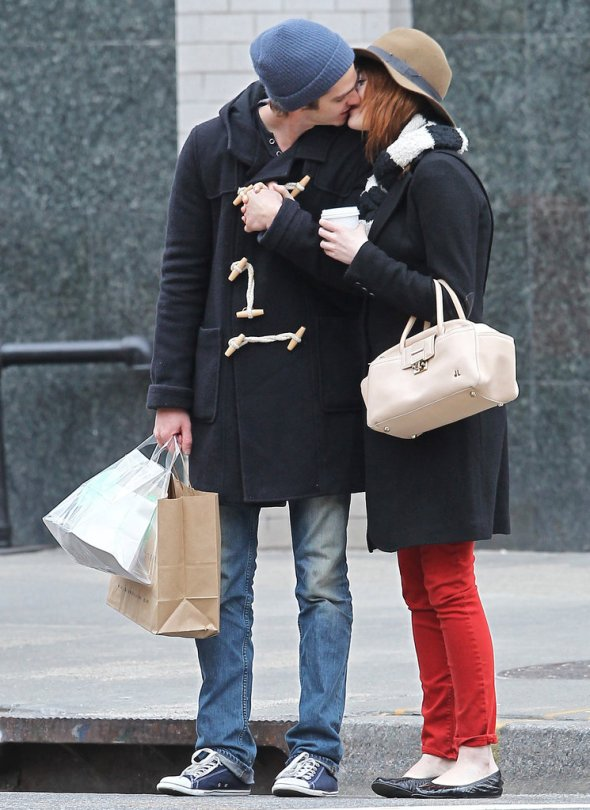 sweet-couple-shared-kiss-streets-NYC-January-2012
